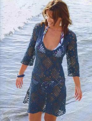 пляжная синяя туника.