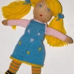 Делаем отделку на платье, сшиваем. Наша кукла готова!
