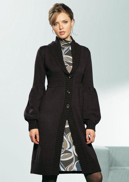 Вязаные пальто изготавливают из толстой, мягкой пряжи.  Они могут быть однотонными или узорчатыми, с простой или...