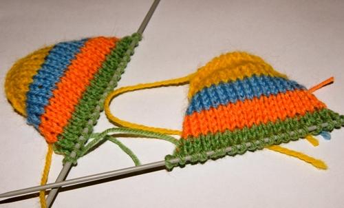 Как вязать детскую шапочку с ушками - помпонами.  Дата: 16 Март 2011.