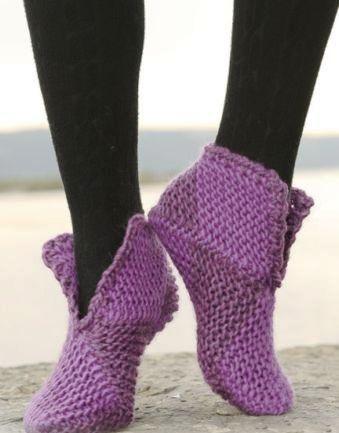 Домашняя обувь: домашние сапоги, тапочки-балетки, носки-тапочки.