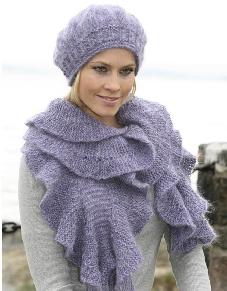 Вязаный шарф + вязаная шапка с косами.