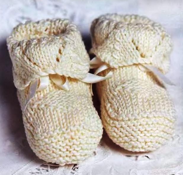 Вязание спицами: пинетки