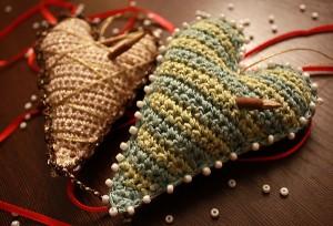 ...новогодние игрушки, новогоднее украшение на елку, вязанное сердце.