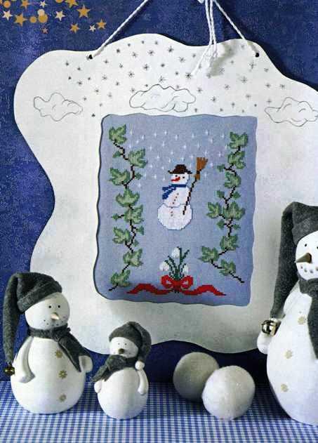 Хотите, чтобы совсем зима пришла.  Тогда если уж не слепить, то вышить такого замечательно снеговика просто...