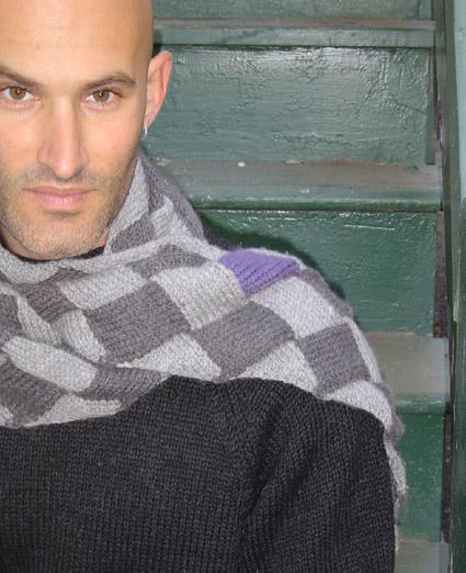 В нашей подборке вы найдете идею для...  Свяжите своему любимому шарфик, ведь вещь, связанная своими руками - особая...