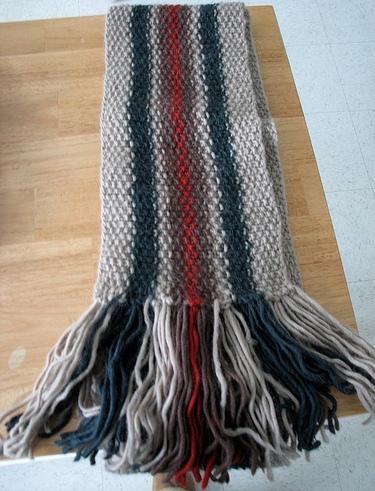 Свяжите своему любимому шарфик, ведь вещь, связанная своими руками...