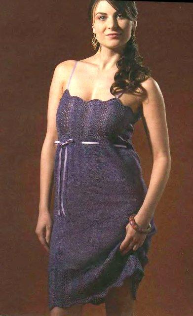 Модная комбинация с леггинсами или утягивающими брючками длиной 7/8.  Платье вязаное спицами.