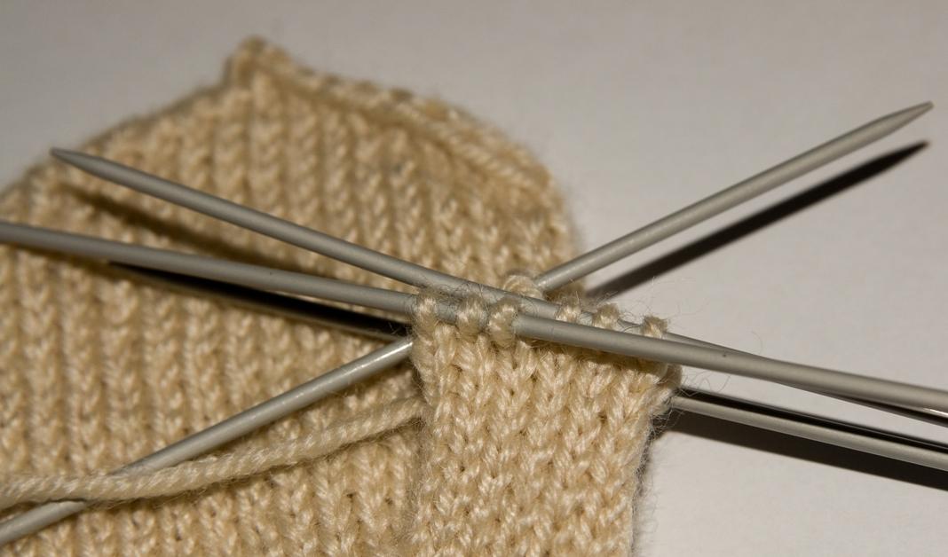 Как закрепить нитку в вязании