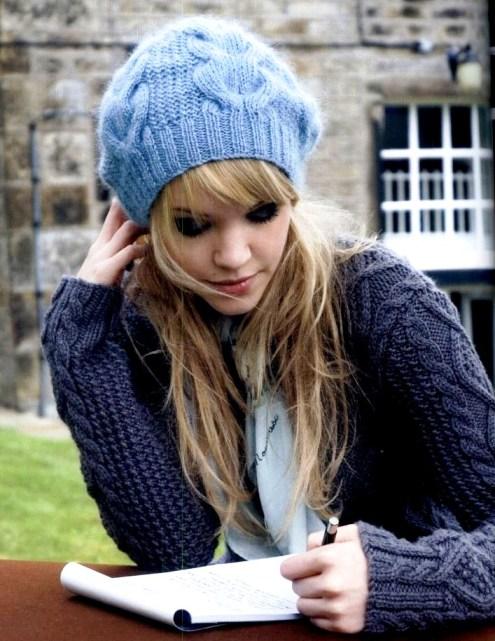Ткните носом в схему узора, который между косами в этой шапке.  Есть описание шапки, но точно помню...