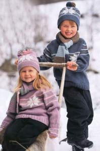 вязаный свитер и шапочка