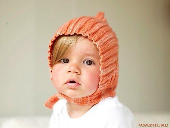 Описание: Вязаная спицами детская шапочка.