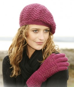 вязаный берет и перчатки