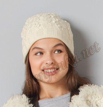 Зимняя вязаная шапочка для девочки.
