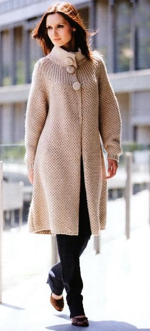 ручное вязание на спицах пальто.