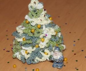 вязаная елочка новогодняя
