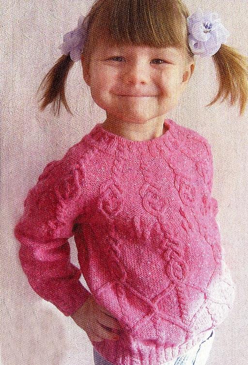 Вязаный женский свитер и вязаный платок спицами цвета