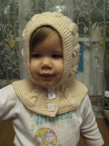 вязаная шапка-шлем для девочки