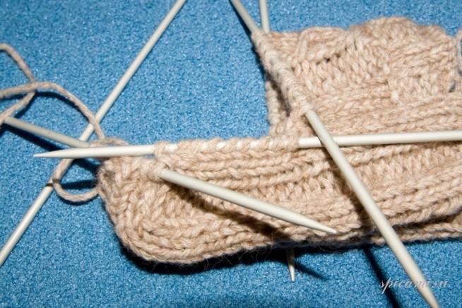 Вязание нание носков на спицах.