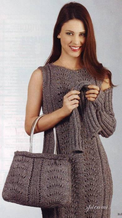 Можно связать не просто платье, а комплект: актуальные в этом сезоне митенки и сумка, связанная тем же узором...