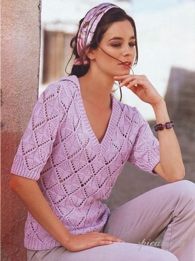 Ажурный пуловер связан спицами