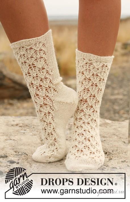 Ажурные носочки связаны спицами 2.5.  Наступила осень и пора подумать о.