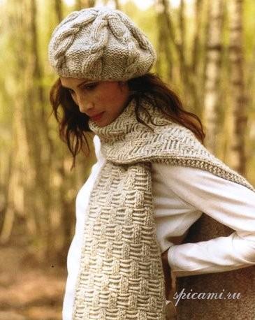 Вязаная спицами шапка с ажурным узором и шарф.  Схема вязания шапки.