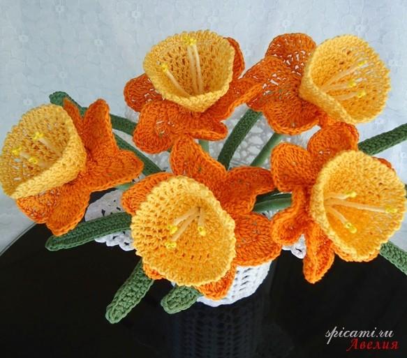 Цветы связаны крючком из