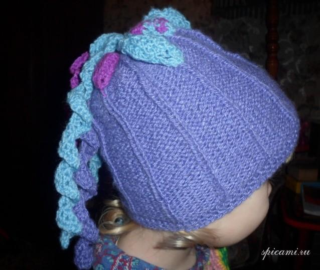 Описание: шапка спицами для девочки на весну.