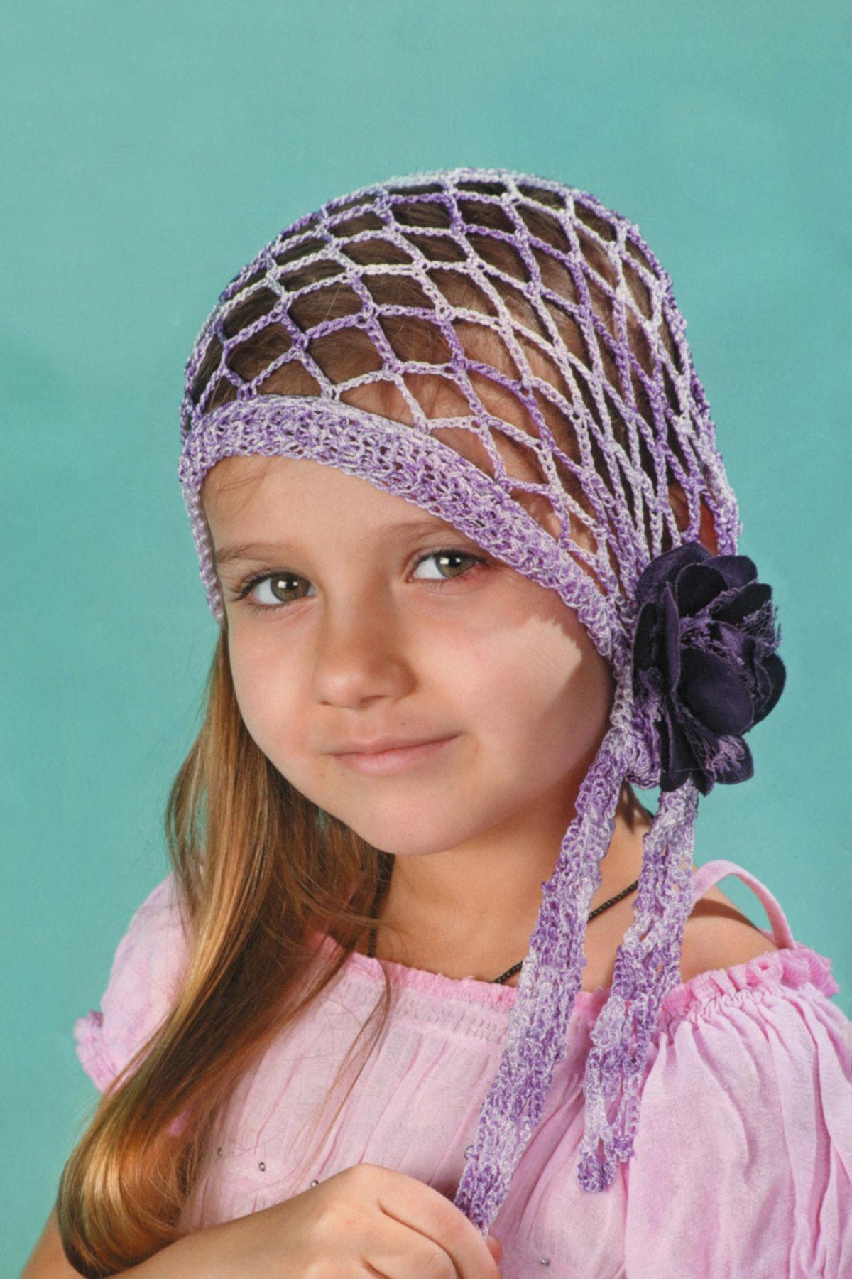 Ажурная и модная детская бандана вяжется быстро и несложно.