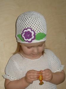 шапочка с цветочками