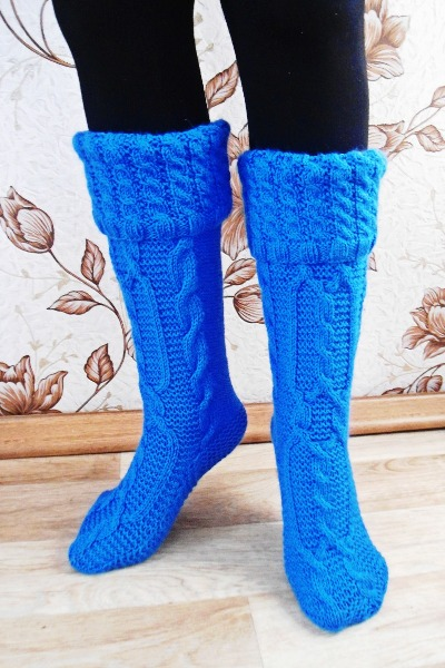 вязание красивых носков спицами.