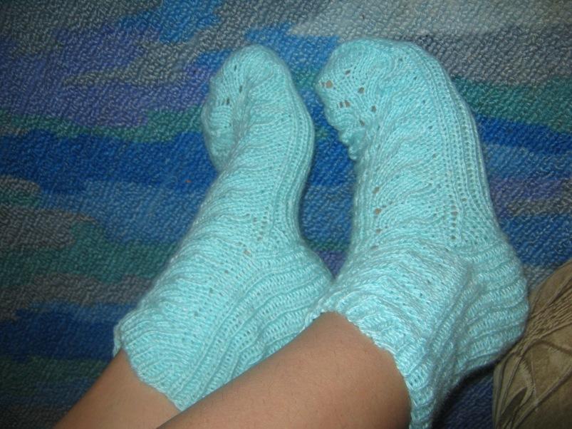 Вяжем ажурные носки спицами видео