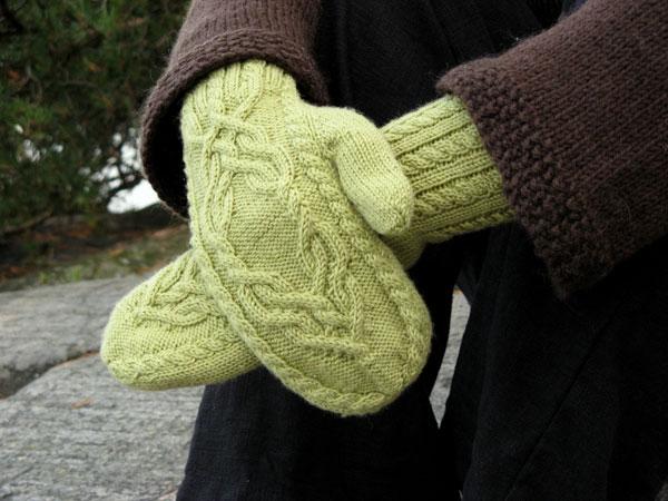 Нарядные женские варежки спицами косичками образцы вязания.