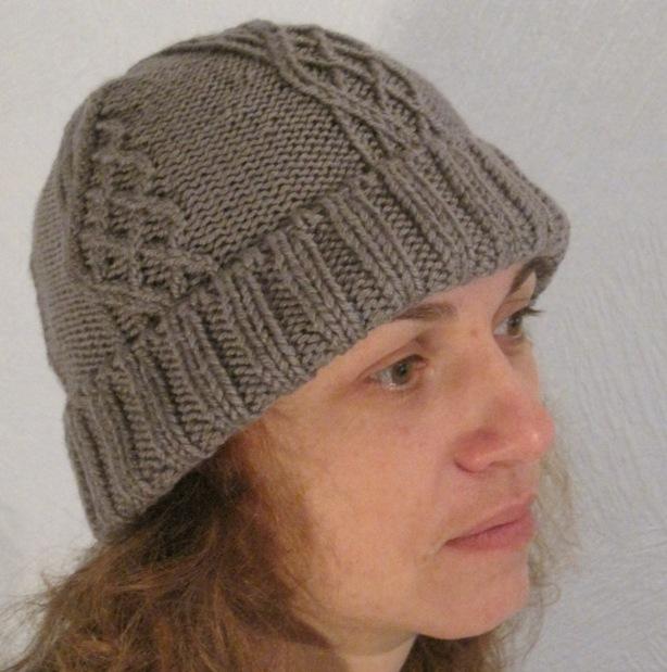 Вязание спицами шапок для женщин с отворотом 111
