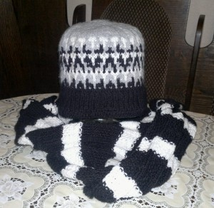 вязаная шапочка и шарф для мужчины