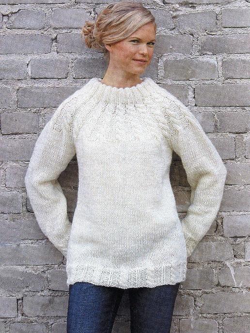 Кокетка и низ пуловера связаны узором из кос. вязание... свитер, пуловер.  05 Дек 2012.  Вязание для женщин спицами.