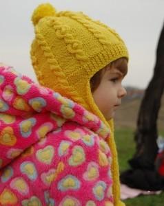 вязаная шапка с ушками для девочки
