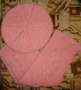 вязаный берет и шарф спицами
