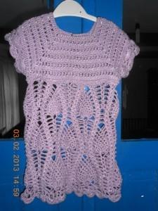 вязаное платье с ананасами для девочки