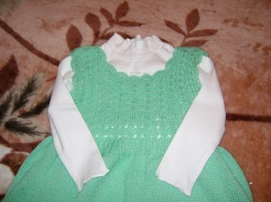 вязаное платье для девочки описание