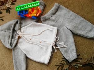 вязаный костюм для мальчика спицами