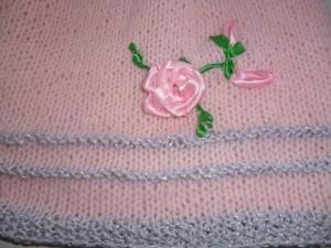 цветы на вязаном платье