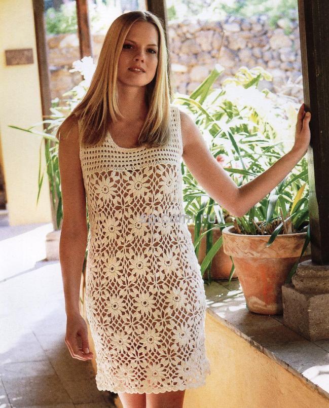 Вязаное платье мотивами крючок