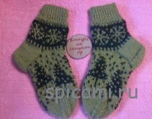 вязаные носочки на Новый год