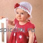 Белая шляпка с красным цветком