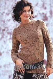 вязаный пуловер с ромбами