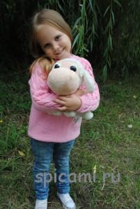 вязаный свитер для девочки с косами