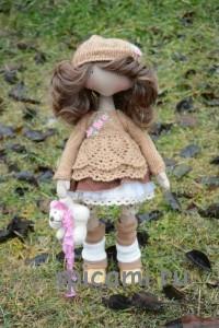 красивый вязаный наряд для куклы
