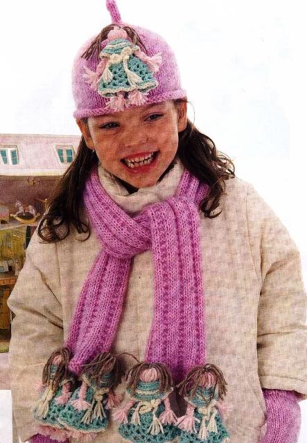Вязаная шапка и шарф с куклами